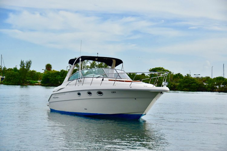 This 37.0' Monterrey cand take up to 11 passengers around Miami