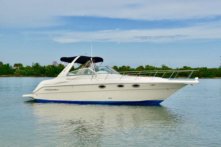 Up to 11 persons can enjoy a ride on this Cruiser boat