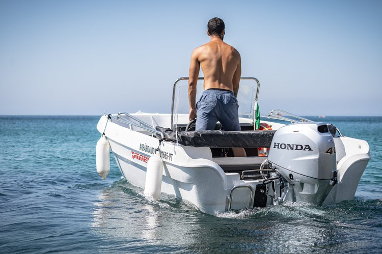 Motor boat boat for rent in Sesimbra