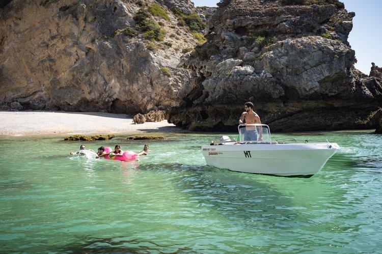 Motor boat boat rental in Marina de Sesimbra, Portugal