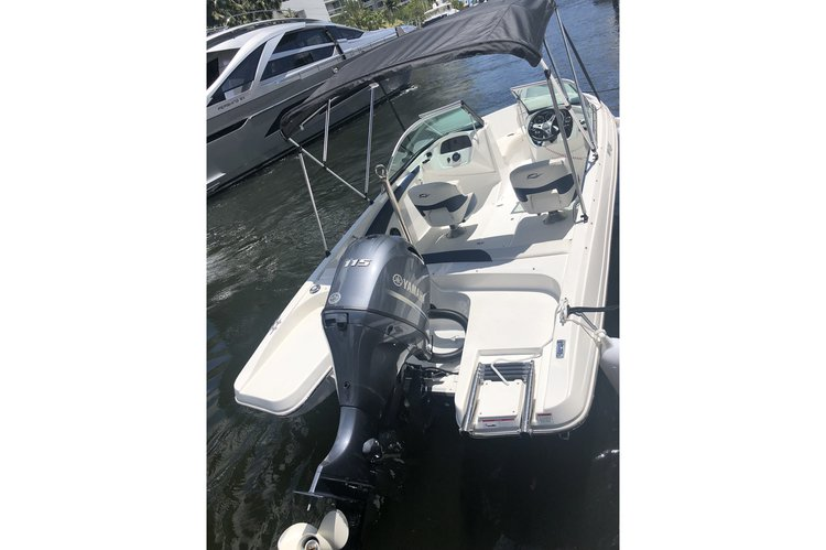 Bow rider boat rental in 908 NE 20th Ave, Ft Lauderdale 33304, FL