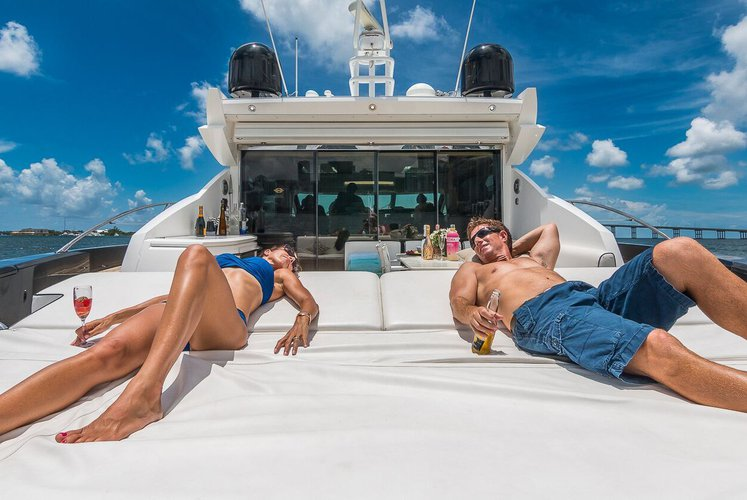 Discover West Palm Beach surroundings on this 74 Predator Sunseeker boat