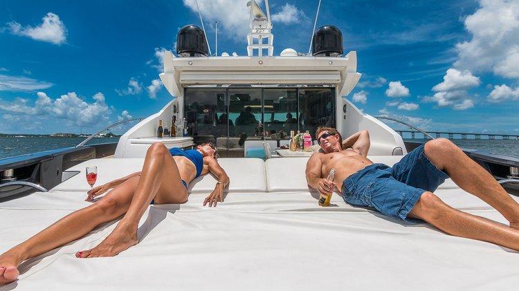 This 74.0' Sunseeker cand take up to 12 passengers around Miami Beach
