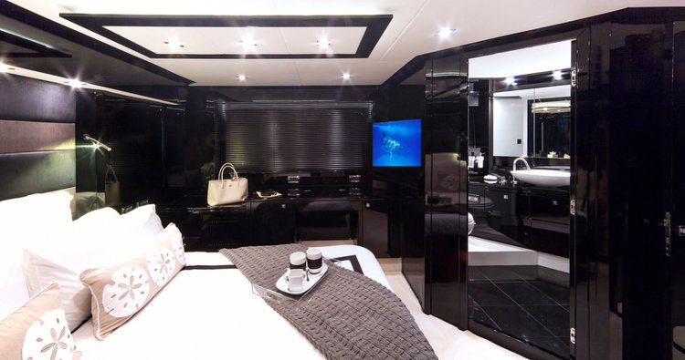 Up to 12 persons can enjoy a ride on this Sunseeker boat