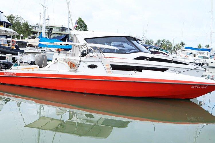 This 36.0' North Sea cand take up to 6 passengers around Phuket