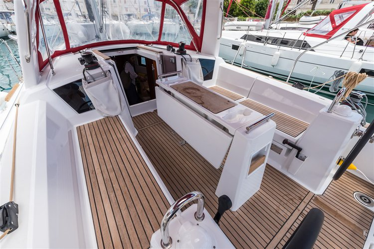 Discover Split region surroundings on this Oceanis 35.1 Bénéteau boat