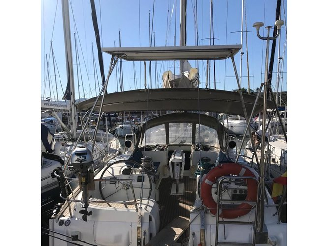 Explore Palma de Mallorca on this beautiful sailboat for rent