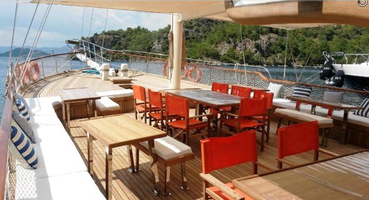 Motorsailer boat for rent in