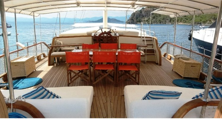 Discover  surroundings on this VI Custom boat