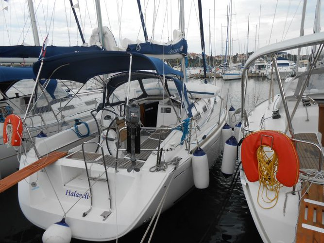Dufour Yachts's 33.0 feet in Istra
