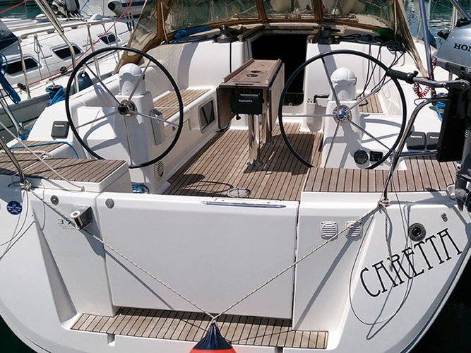 This sailboat charter is perfect to enjoy Pula