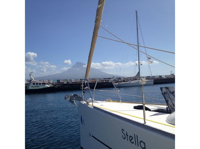 Charter this amazing Dufour Yachts Dufour 410 GL in Horta - Azores, PT