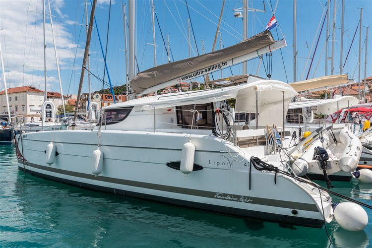 This 39.0' Fountaine Pajot cand take up to 10 passengers around Split region