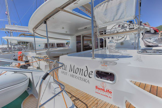 This 42.97' Fountaine Pajot cand take up to 12 passengers around Split