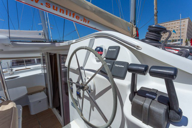 42.97 feet Fountaine Pajot in great shape