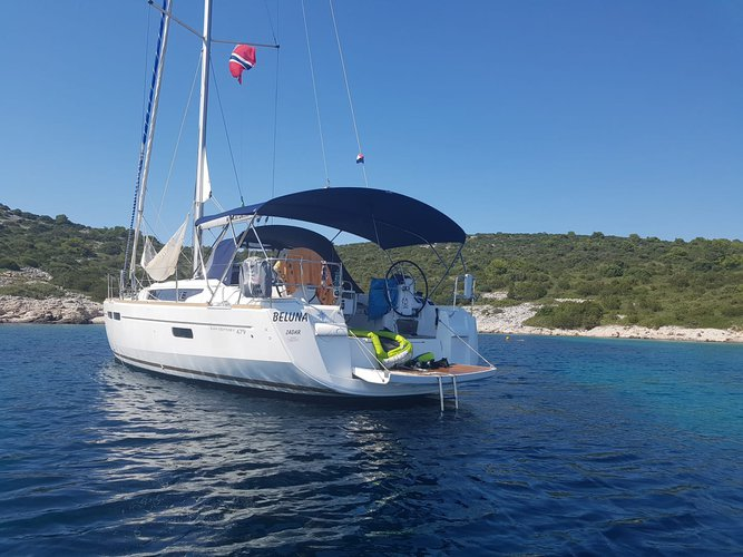 Jump aboard this beautiful Jeanneau Sun Odyssey 479