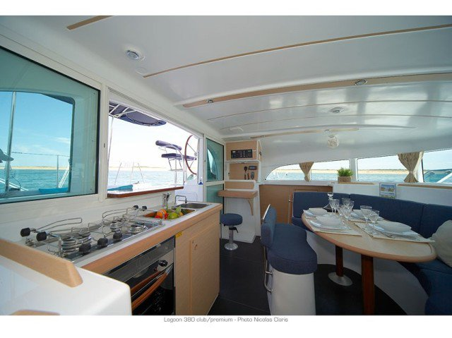 Discover Le Marine surroundings on this 380 PREMIUM Lagoon boat
