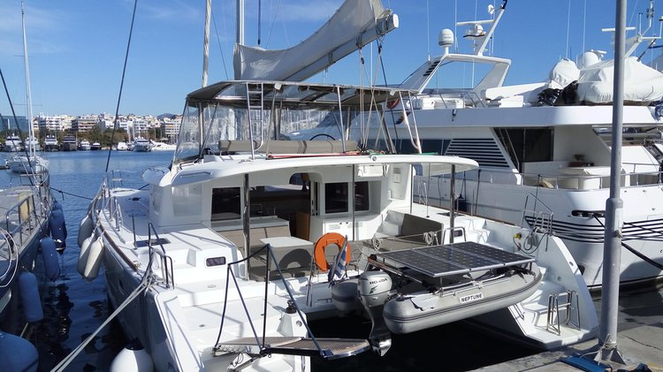 Lagoon boat for rent in Alimos