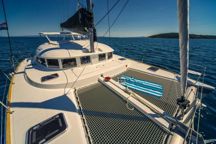 Discover Dubrovnik region surroundings on this Lagoon 380 Lagoon-Bénéteau boat
