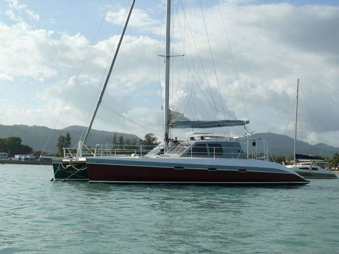 This 55.0' Oceanic cand take up to 10 passengers around