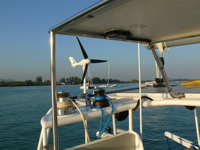Discover  surroundings on this 550 Oceanic boat