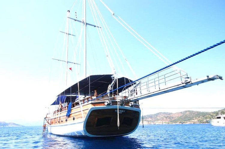 SAIL WITH BLUE PEARL