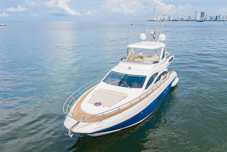 This 64.0' AZIMUT cand take up to 15 passengers around Cartagena