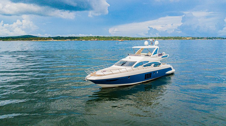 Flybridge boat rental in Cartagena, Colombia
