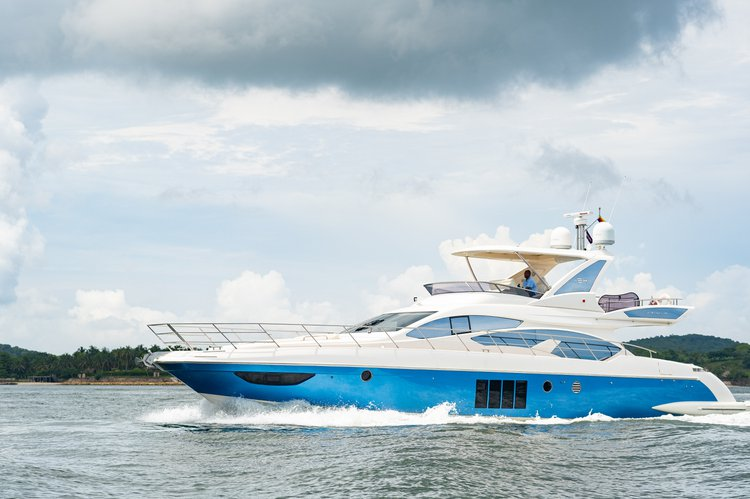 Discover Cartagena surroundings on this FLYBRIDGE AZIMUT boat
