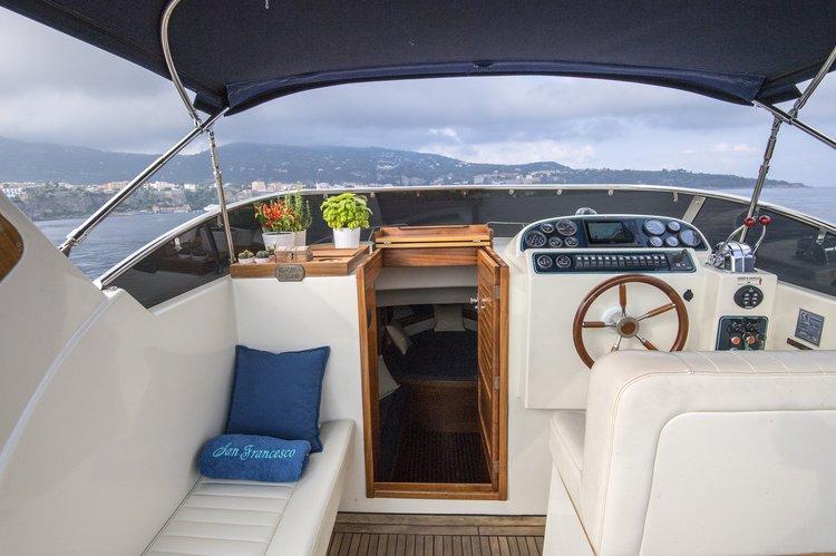 Discover Sorrento surroundings on this Acquamarina Acquamarina boat