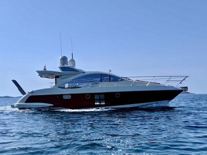 Take this Azimut Yachts Azimut 43 for a spin!
