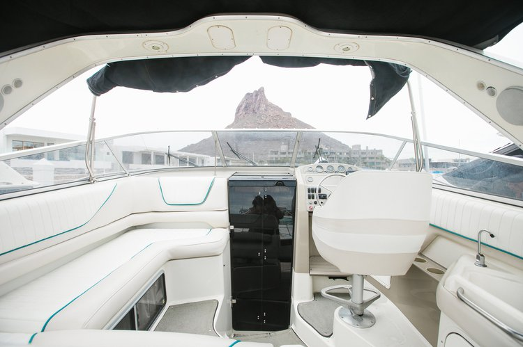 Discover San Carlos surroundings on this Avanti 3255 Bayliner boat