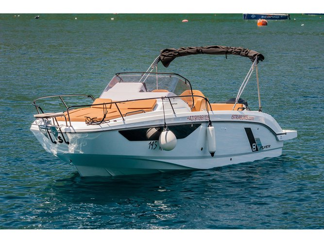 Take this Beneteau Beneteau Flyer 8 SUNdeck for a spin!