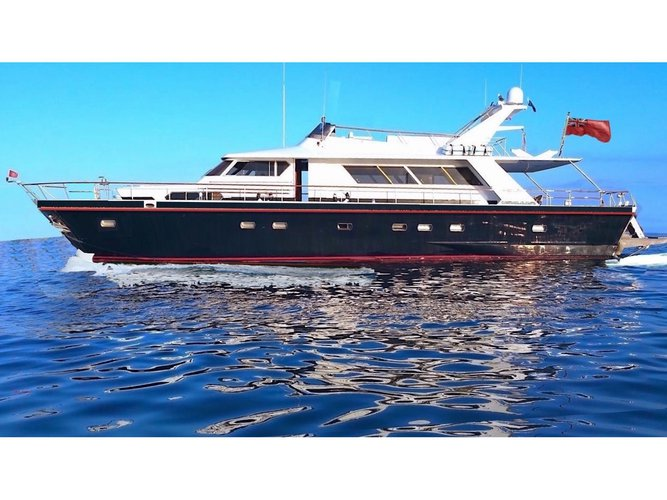 Charter this amazing motor boat in Palermo