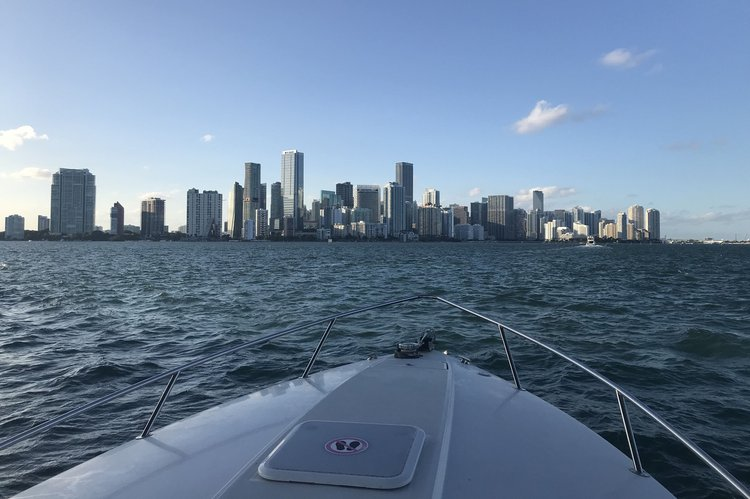 Discover Miami Beach surroundings on this Sun Sport 280 ss Formula boat