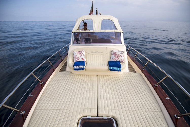 Up to 6 persons can enjoy a ride on this Motor boat boat