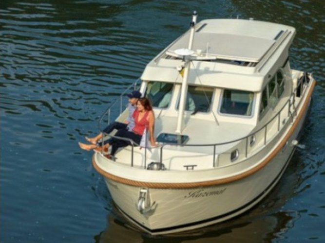This motor boat charter is perfect to enjoy Beernem