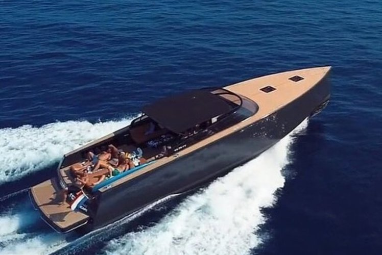 Express cruiser boat for rent in New York