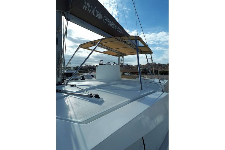 Discover Lavrion surroundings on this 4.5 Bali boat