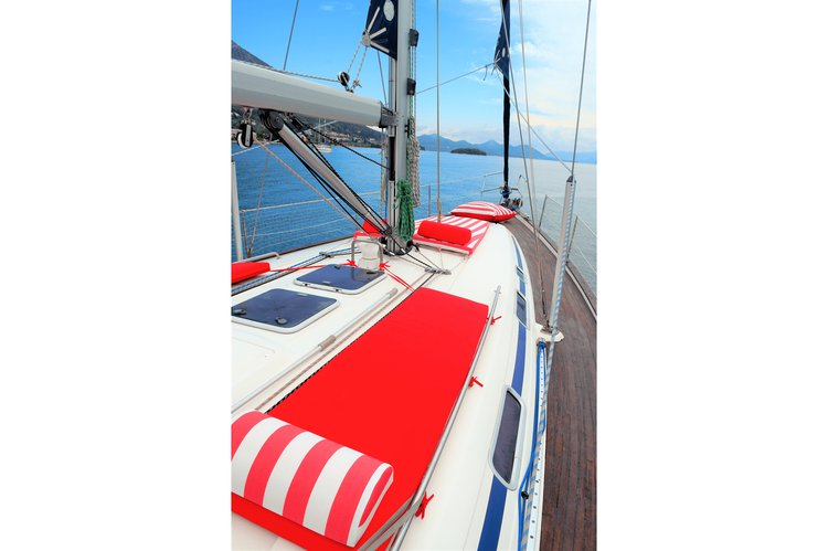 Up to 9 persons can enjoy a ride on this Bavaria boat