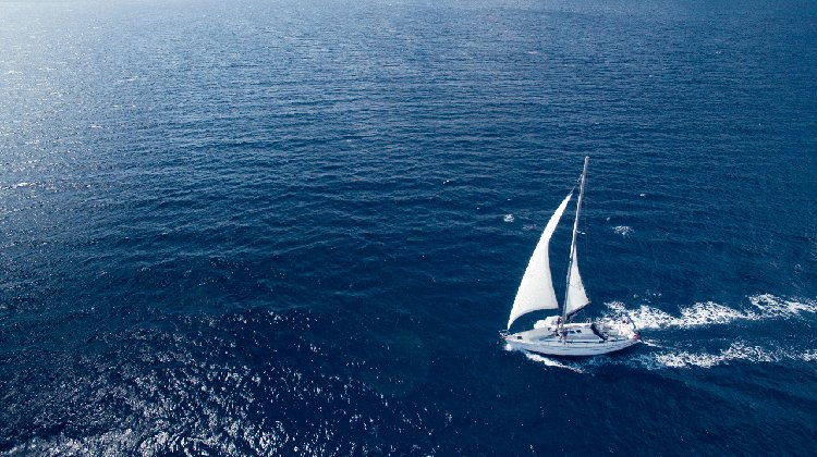 Discover amazing view around Paros aboardthis sailing yacht
