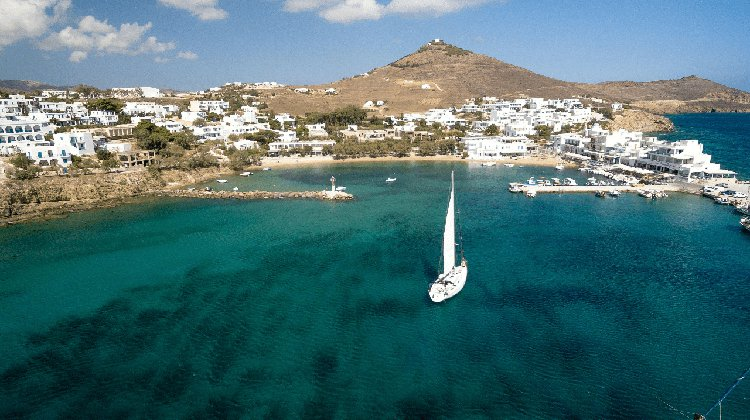 Monohull boat rental in Paros, Greece