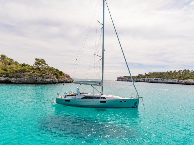 Enjoy luxury and comfort on this Beneteau Oceanis 41.1 in
