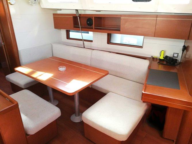 Monohull boat rental in Lavrio, Greece