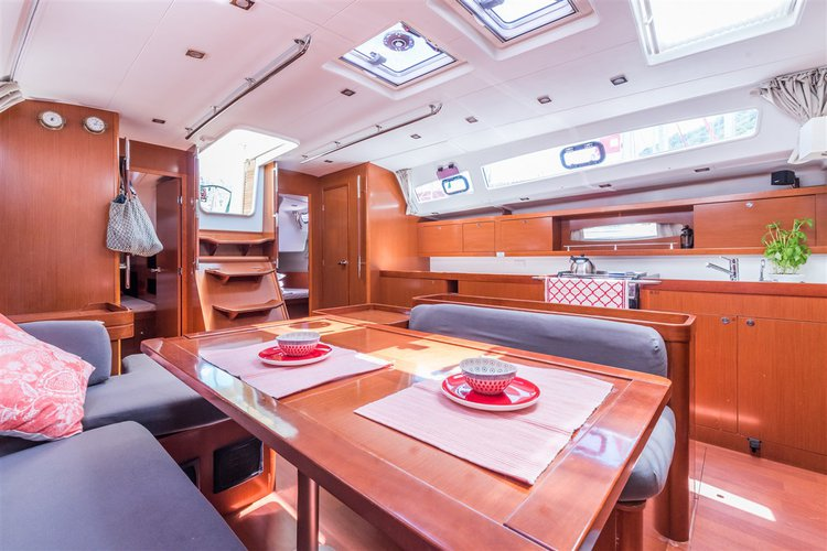 Discover Dubrovnik region surroundings on this Oceanis 50 Family Bénéteau boat