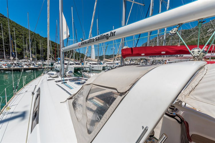 This 49.0' Bénéteau cand take up to 10 passengers around Dubrovnik region