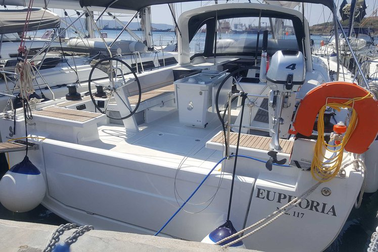 Monohull boat rental in Lavrio, Greece