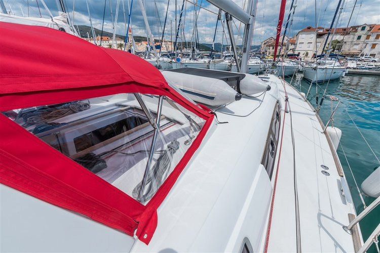 Discover Split region surroundings on this Oceanis 50 Family Bénéteau boat