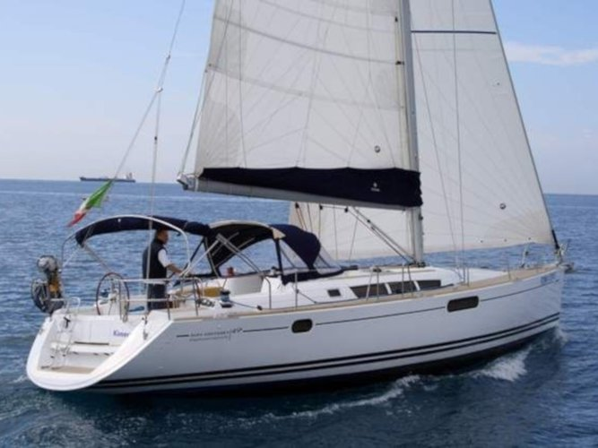 Unique experience on this beautiful Jeanneau Sun Odyssey 49i