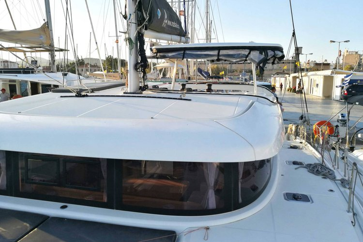 Lagoon boat for rent in Lavrio